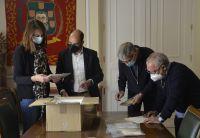 Con_los_primeros_documentos_Ayuntamiento_de_Barbastro