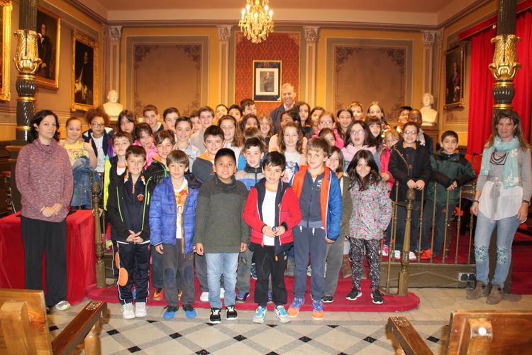Los alumnos de 3º y 4º de Primaria de Escolapios visitan el Ayuntamiento