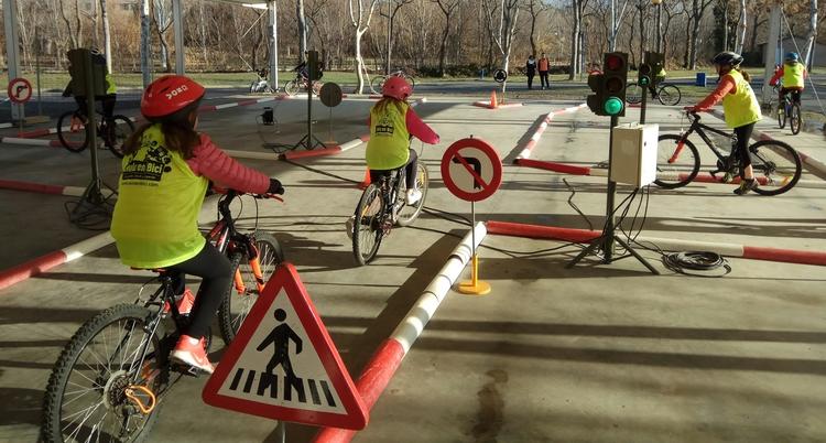 El Aula en bici inicia sus prácticas en un circuito de la DGT por el que pasarán más de 700 alumnos