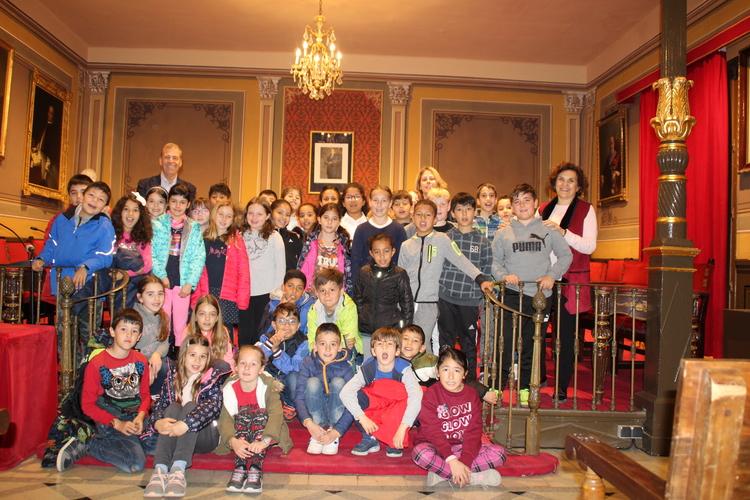 Los alumnos de 3º de Primaria del Alto Aragón visitan el Ayuntamiento