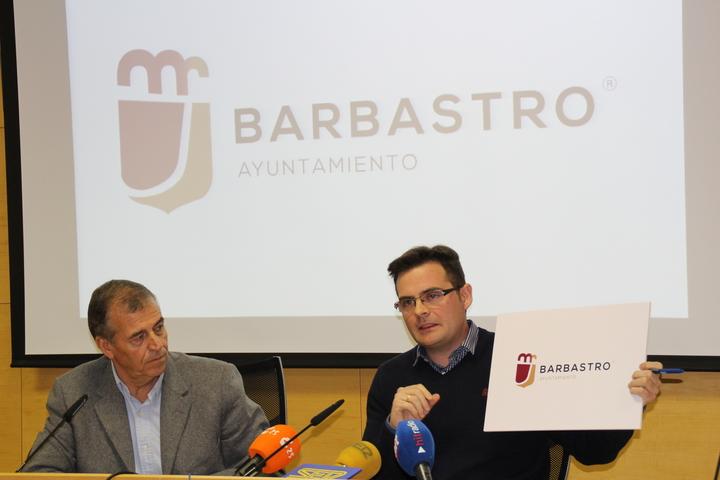 El Ayuntamiento presenta una nueva marca institucional más moderna y versátil