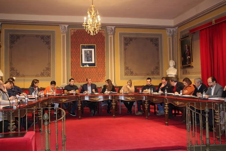 El Pleno aprueba las tres propuestas presentadas por los grupos