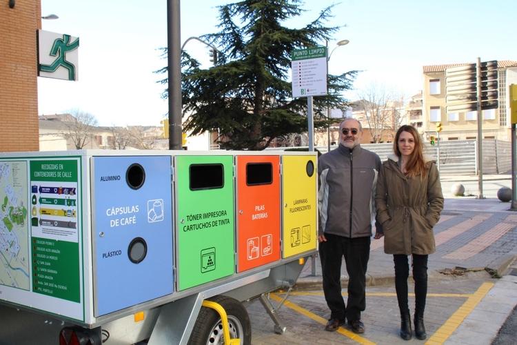 Ya se pueden reciclar más residuos en el nuevo punto limpio móvil