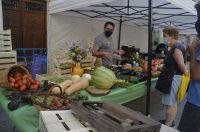 Uno_de_los_puestos_de_la_Muestra_de_Frutas_y_Hortalizas._Ayuntamiento_de_Barbastro