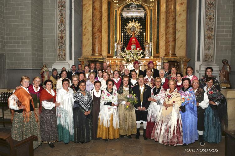 Izada de bandera, misa y una actuación folclórica en el día de Aragón