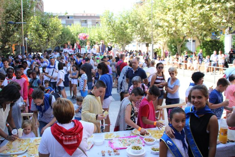 Gigantes y cabezudos, teatro y mucha música en la calle en el segundo día festivo