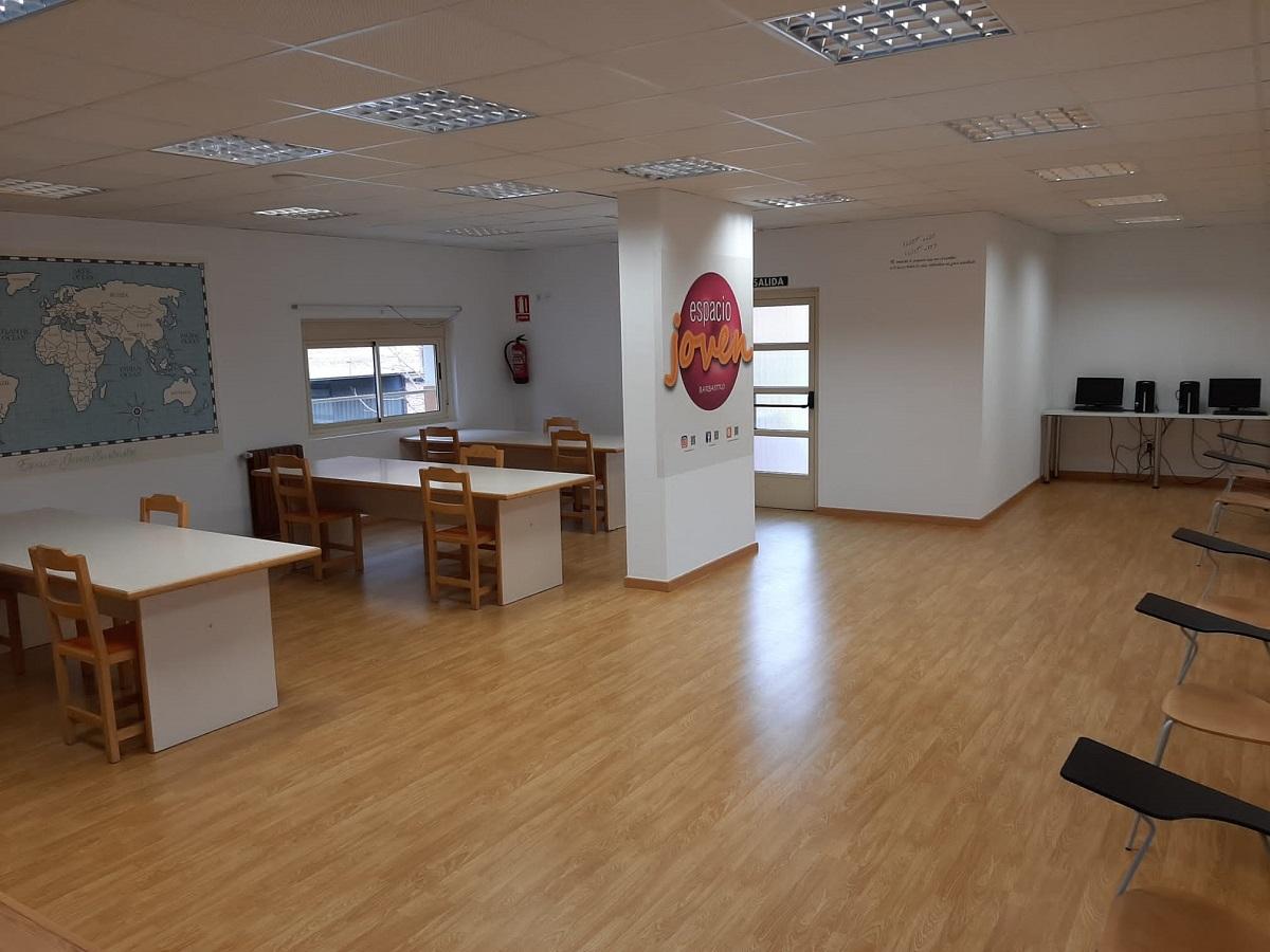 El Espacio Joven de Barbastro habilita una sala de estudio y deberes y una sala de informática