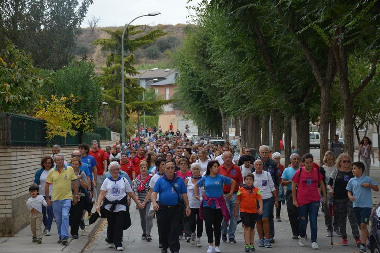 Medio millar de personas se suman a una  Marcha Interbarrios solidaria