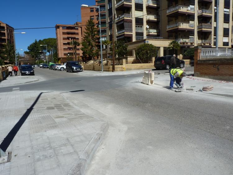 El Ayuntamiento elimina las barreras arquitectónicas en nueve puntos de cuatro calles