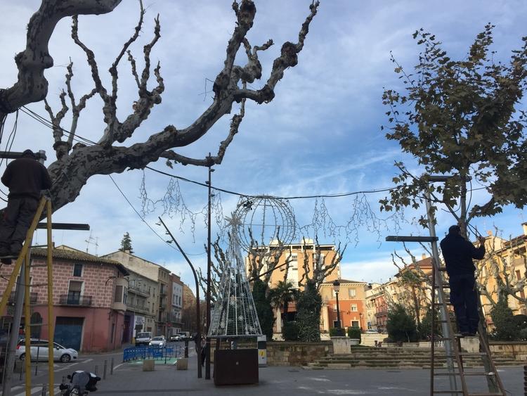 El Ayuntamiento y el comercio reciben la Navidad con el encendido de luces