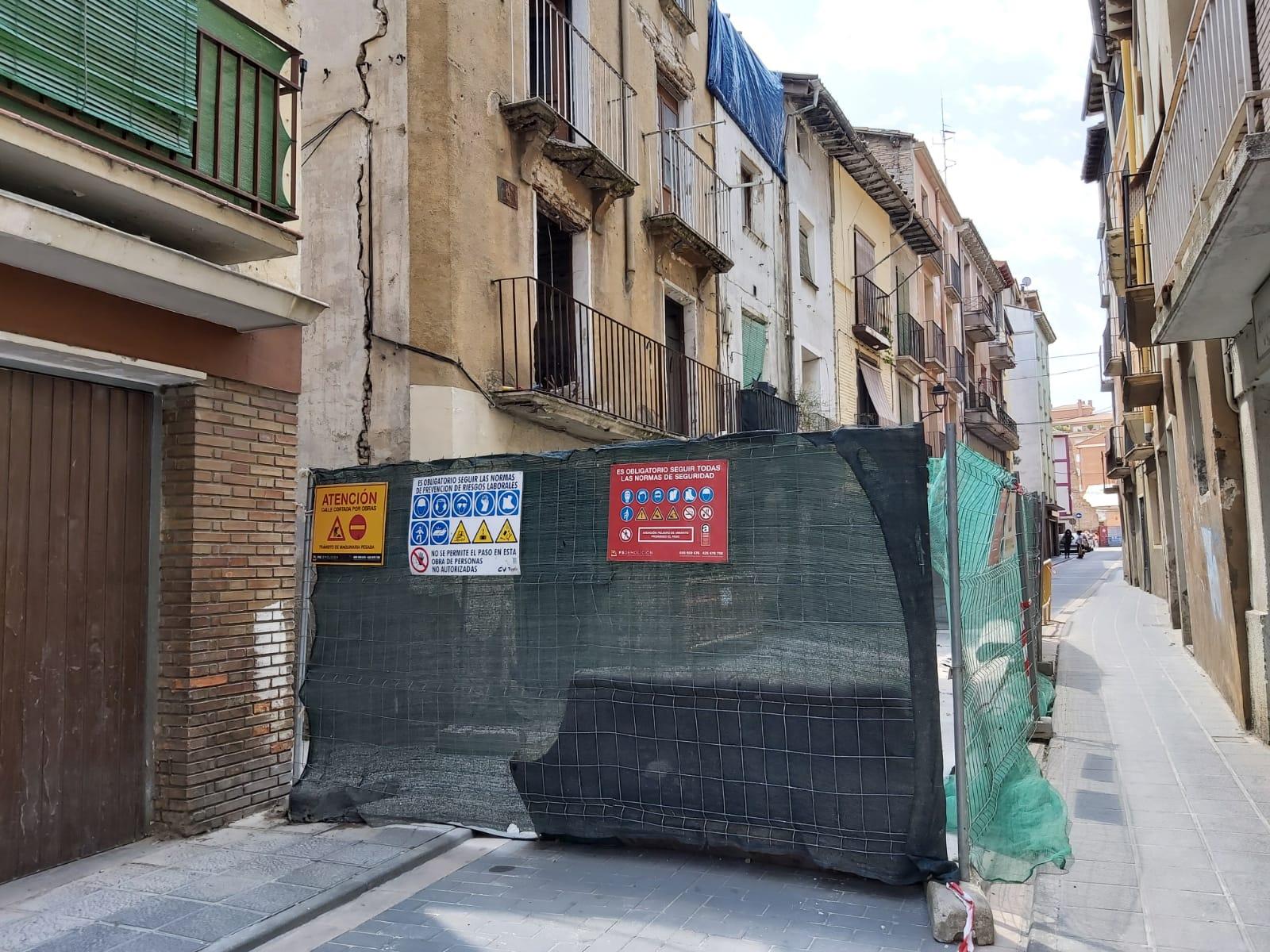 Demolición de edificaciones en las calles Pablo Sahún y Val